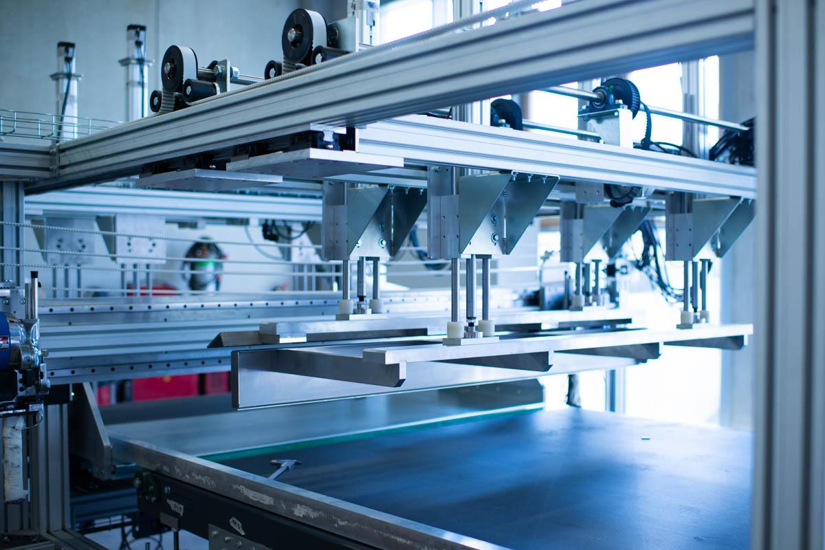 Macchine da taglio RK Macchine Progettazione impianti industriali settore medicale taglio garze